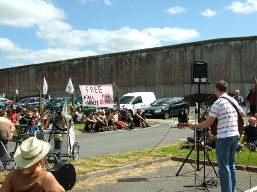 Concert outside Castlerea Prison for Niall & Pat