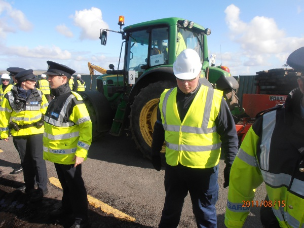 Gardaí and Shell's Private Security Work Hand in Hand to Block Public Roads