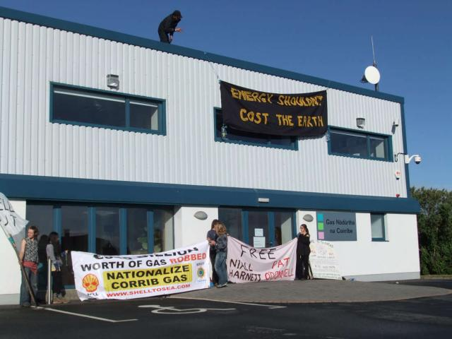 Roof Protest outside Shell in Belmullet
